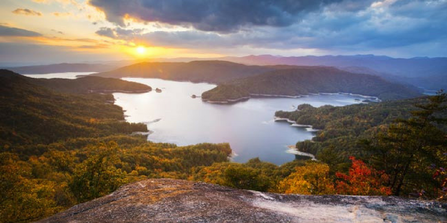 10 ways to cool off in Greenville, South Carolina in the summer - lake jocassee
